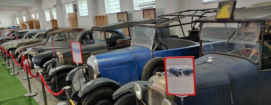 Stuletnie auta w Zgierskim Muzeum